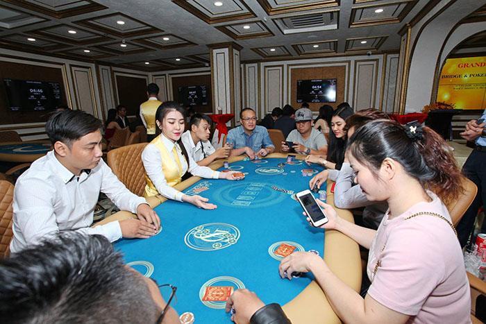 Bridge & Poker Sai Gon-5.jpg