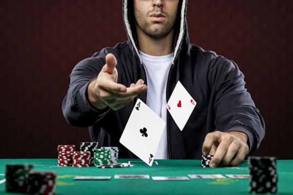 cach danh bai poker.jpg